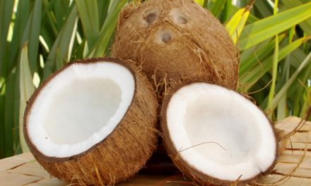 6 benefits of coconut water for your skin